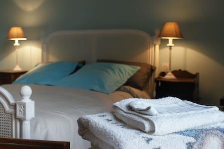 chambre pt dej dans chateau Nantes et Puy du Fou - Saint-Germain-sur-Moine