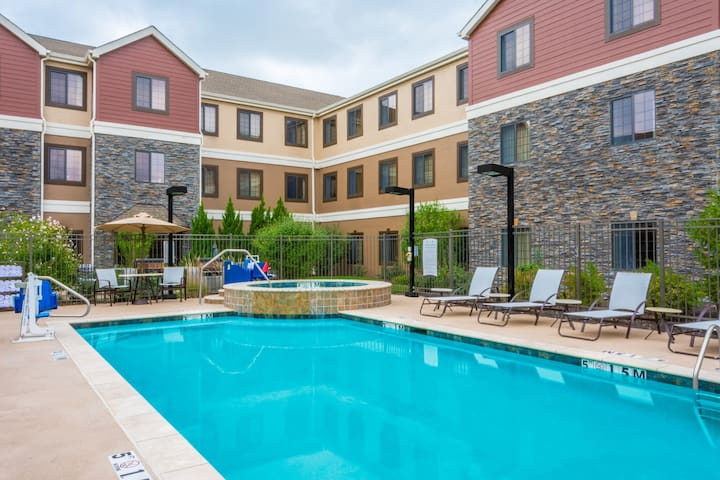Free Breakfast. Outdoor Pool & Hot Tub. Quick Drive to Centerpoint Medical Center! Your Next Trip!