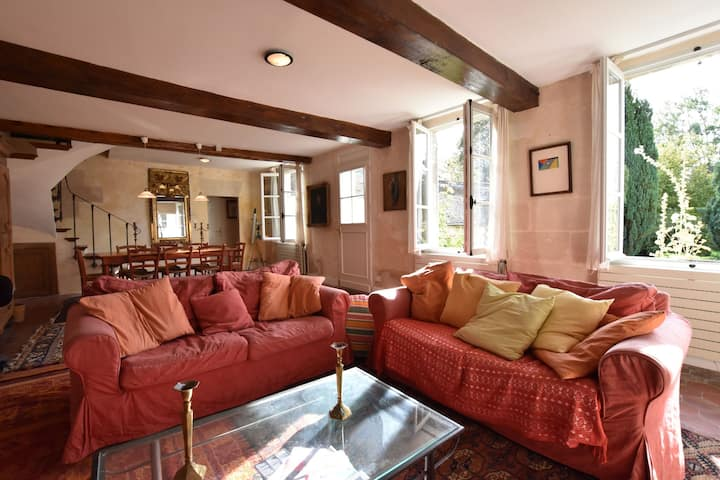 Mansion in Machemont with Private Garden, BBQ & Fireplace