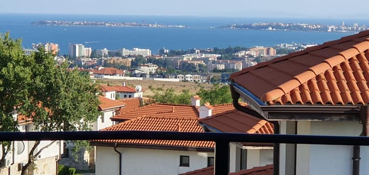 1 Bedroom app with an amazing view on sunny beach