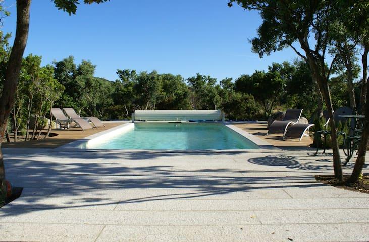 Villa privée,L'Arbousier, mer, piscine chauffée.