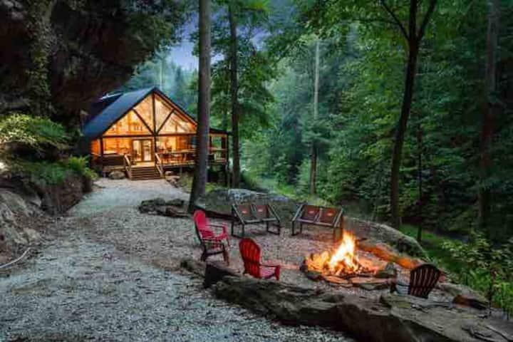 Cabin of Freedom Falls-hot tub-waterfall-no fees!
