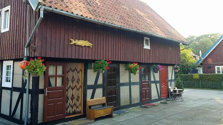 """Guesthouse """"Nakvynė pas žveją"""" Cottage Oldtown"""