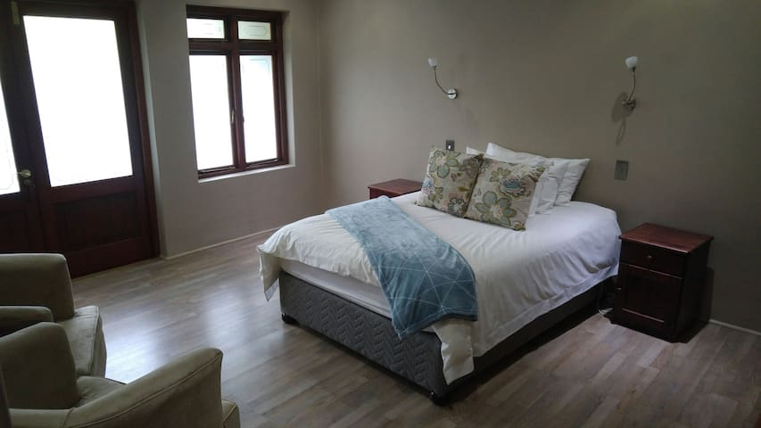 Tranquil & Spacious Double Bed - Paarl - House