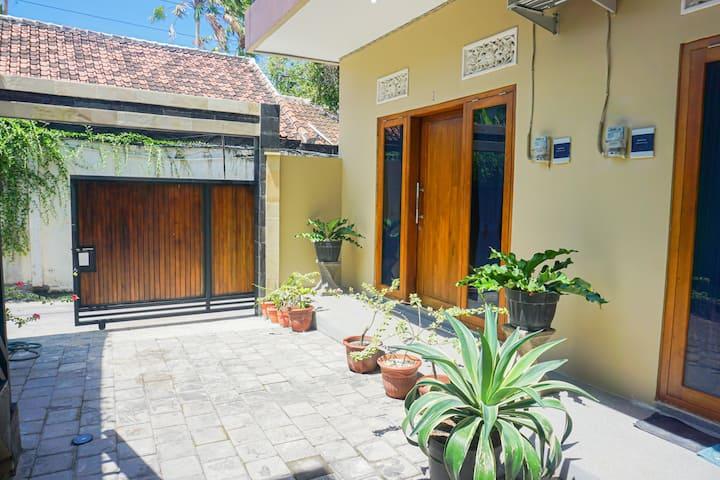 Larasati Homestay Bali  Nyaman harga Terjangkau
