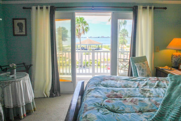 Gulfport Waterfront Beach Resort Seabreeze BNB by Tech Travel - Jamaica