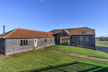 Alluring Holiday Home in Stone Oxney with Garden