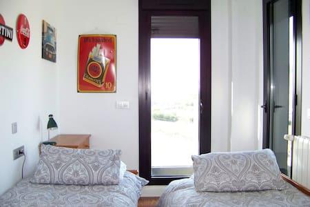 Habitación doble-single. Camino de Santiago Norte - Bed & Breakfast