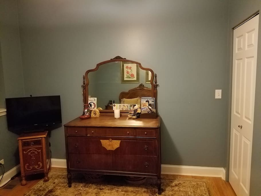 2nd BR, Full Bed and TV