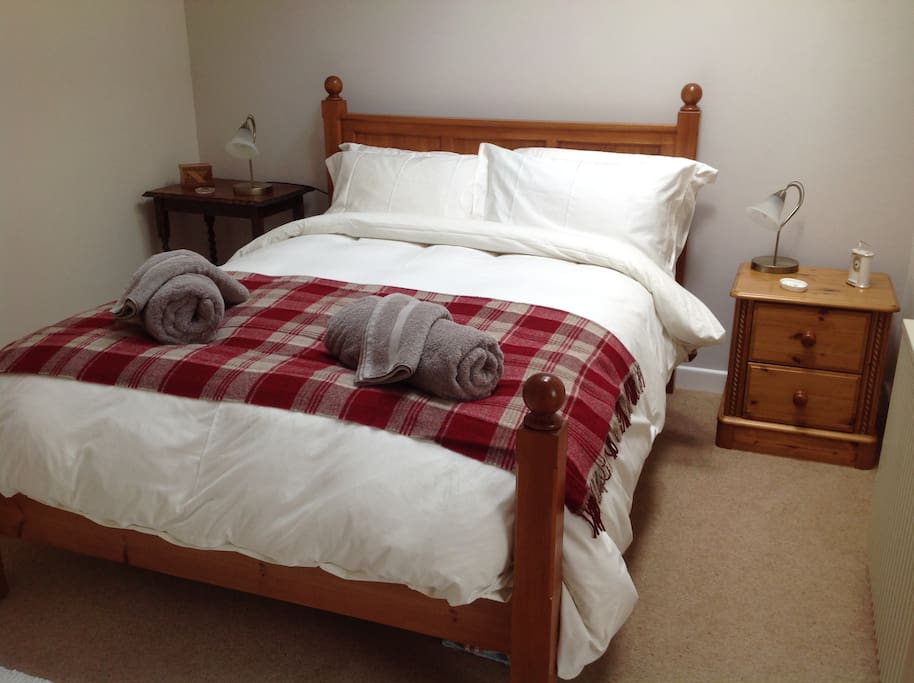 Egyptian cotton bedding and such a comfortable double bed.