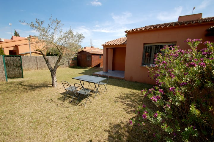 Gregal 131 pool, aircon, WiFi, garden