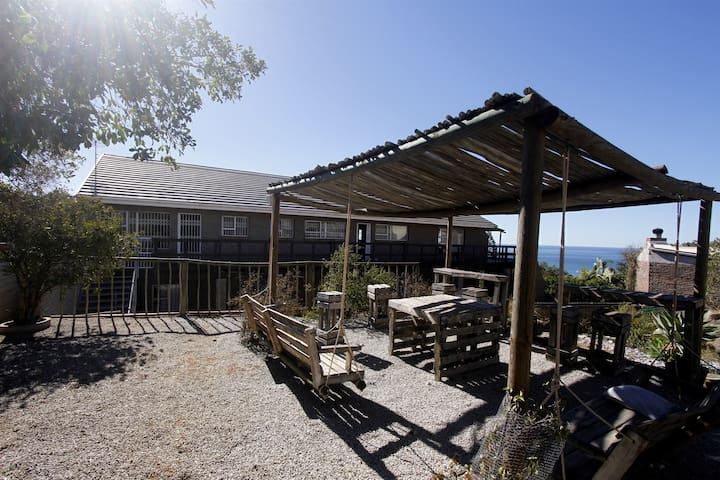 BLUEBERRY HILLS SELF CATERING APARTMENTS