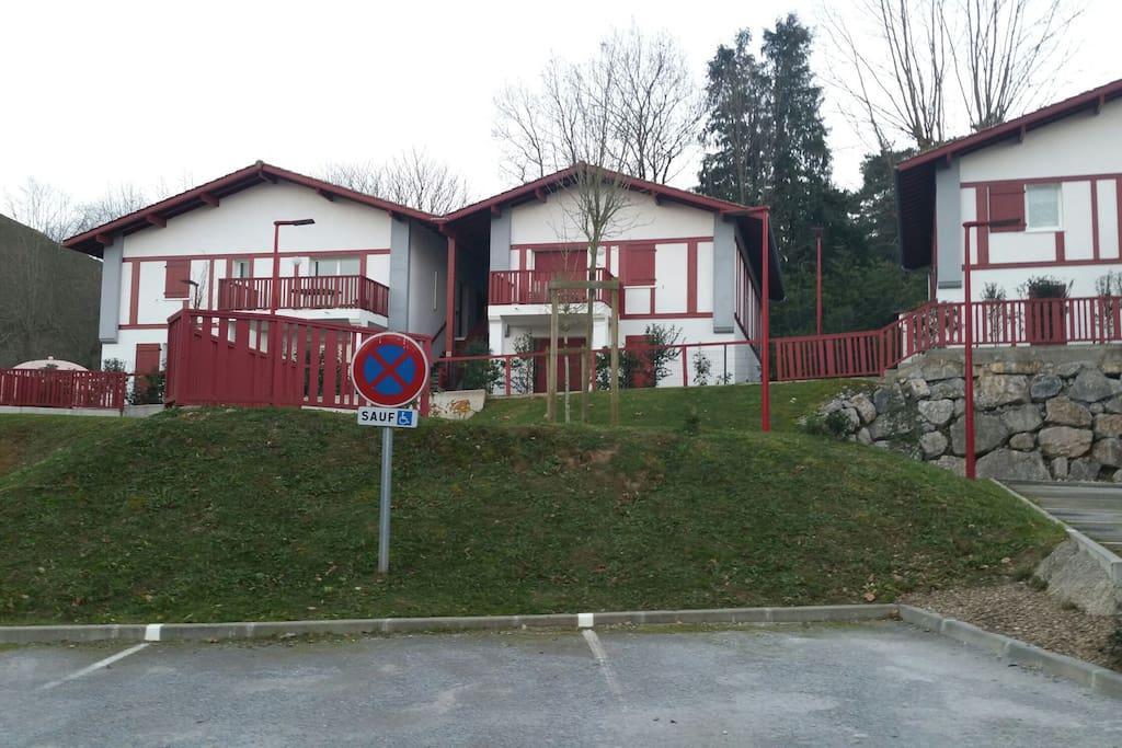 Vue de la résidence typique basque