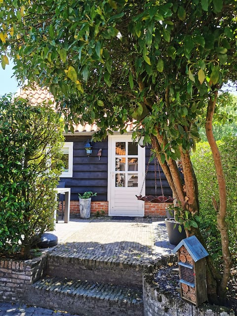 picturesque cottage with 2 bicycles