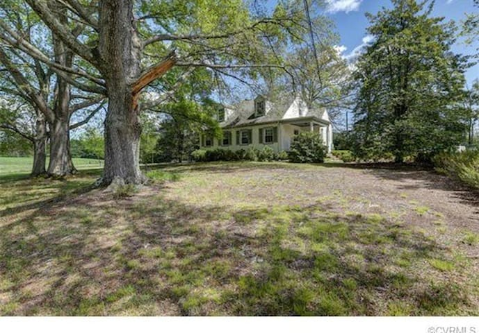 Large Room in Country House - Ashland - House