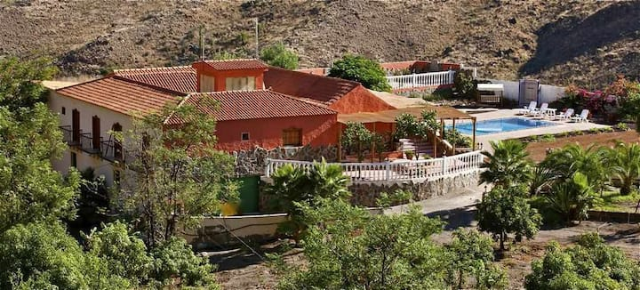 Fantastic finca with private pool in idyllic surroundings.