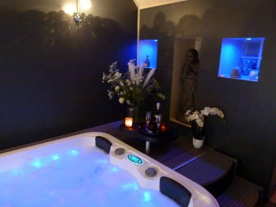 Jacuzzi , sauna rendu privatif sur réservation