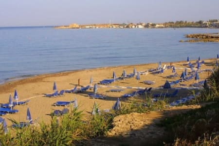 Kato Paphos near Center, 2 B/room Apt near beach