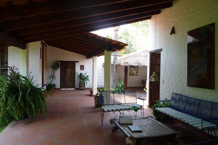 Sala Exterior/Pasillo Principal