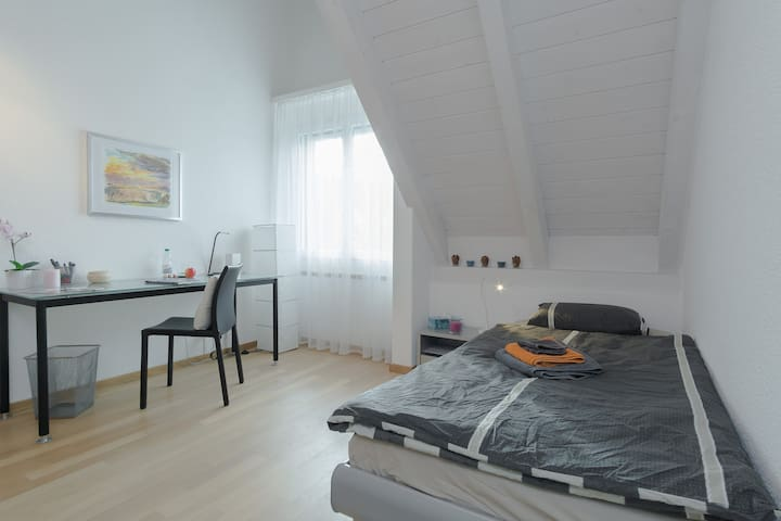 Cozy room near Zurich, - Uster
