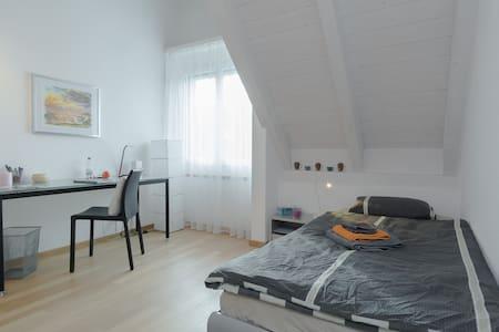 Cozy room near Zurich, - Uster - Rumah