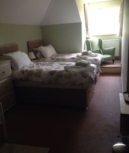 Large Southampton /new forest room - Netley Marsh - Bed & Breakfast