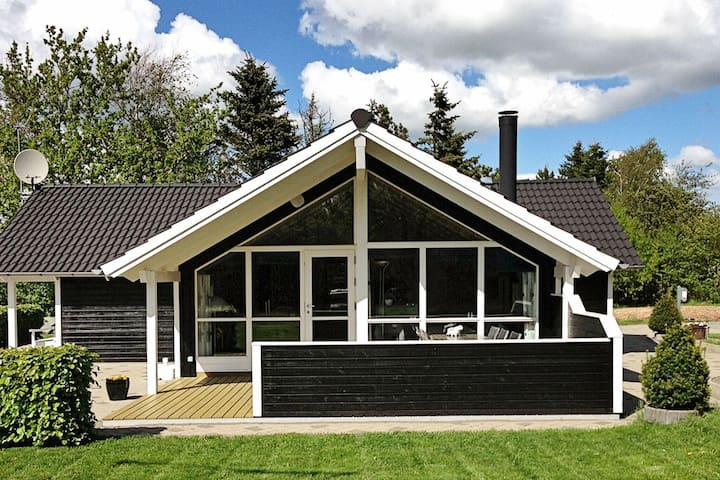 Beautiful Holiday Home in Løgstør with Whirlpool
