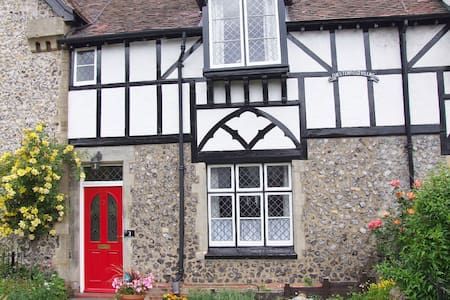 Gorgeous grade two listed holiday cottage - House
