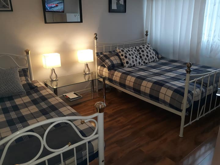 Bright and spacious LUXURIOUS ROOM IN OVAL- London