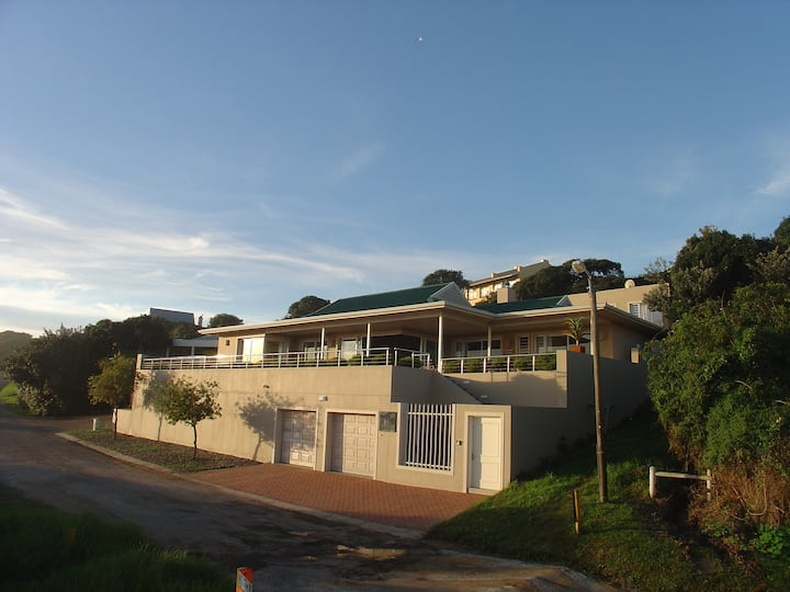 Amanzi - A Beautiful Home on the River with Views