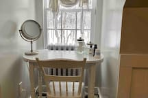 Large bathroom with a make-up desk overlooking the beautiful woods!