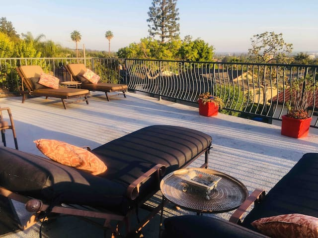 Weather you like the cool air condition inside or the sunny Sundeck with endless $$$ views..you will definitely feel relaxed in this home...