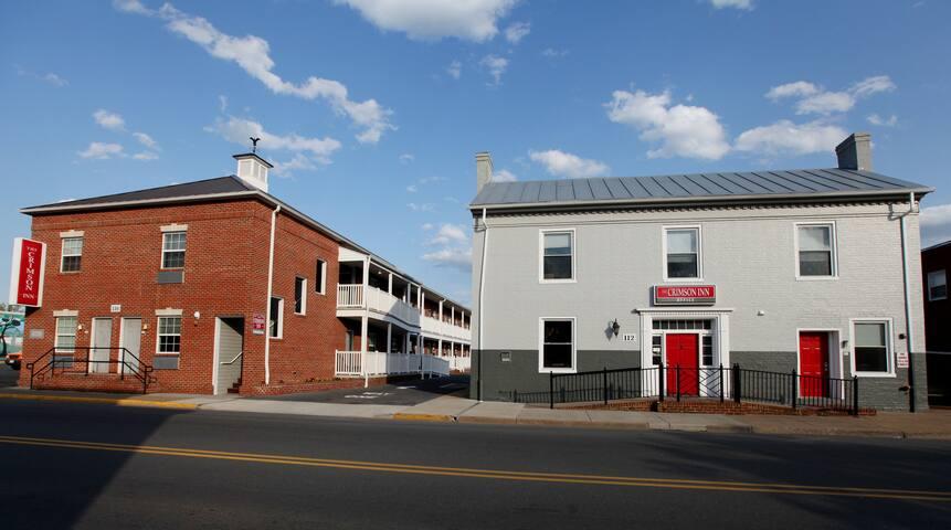 Bridgewater's Crimson Inn 2 Queen Efficiency