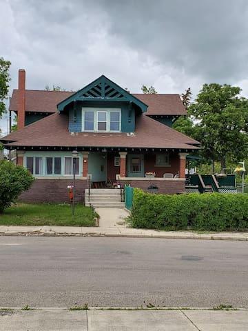 1900's Vintage House