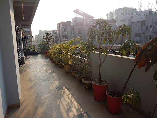 Apartment, bright sunlight, spacious, open garden