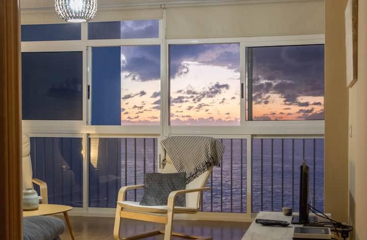 Acogedor apartamento con vista al mar.
