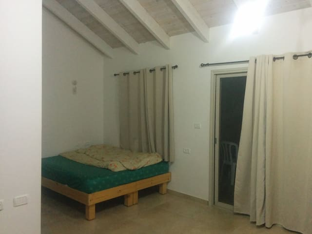 Large studio with huge balcony - Qiryat Shemona - Apartment