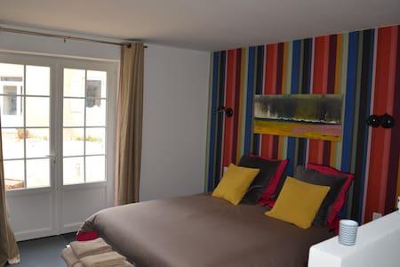 Belle chambre proche d'Arromanches - Bazenville - Casa de huéspedes