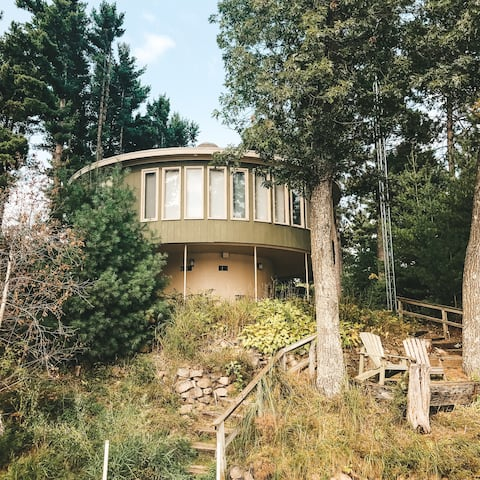Charming Circular Cabin on Stunning Kusel Lake!