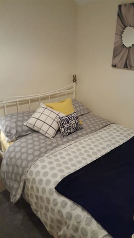 Double bed&bathroom close to town - Shrewsbury - Dom