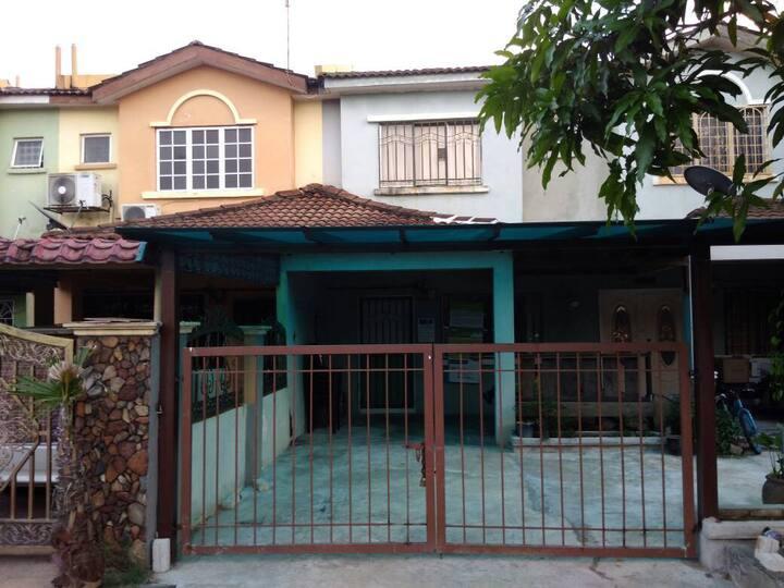 D'Pinggiran Hijau Home Stay @ Bandar Tasik Puteri