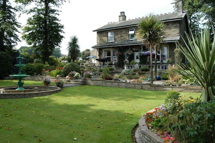 Elder Lea House Hotel 5*. Double bedroom for 1 - Huddersfield - Bed & Breakfast