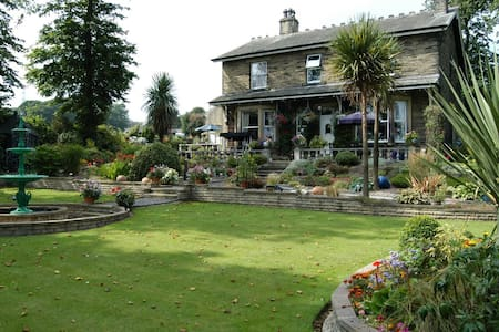Elder Lea House Hotel 5*. Double bedroom for 1 - Huddersfield