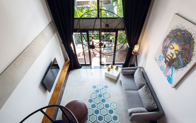B34 Dreamy Tropical Suite w Comfy Balcony Seminyak