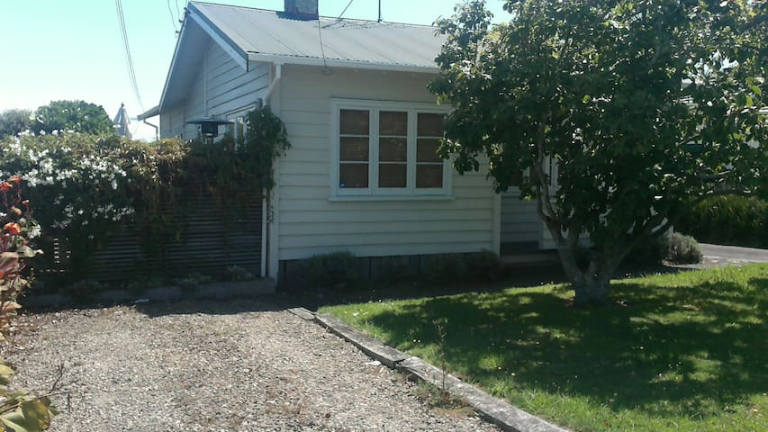 Ellerslie renovated 3bed bungalow