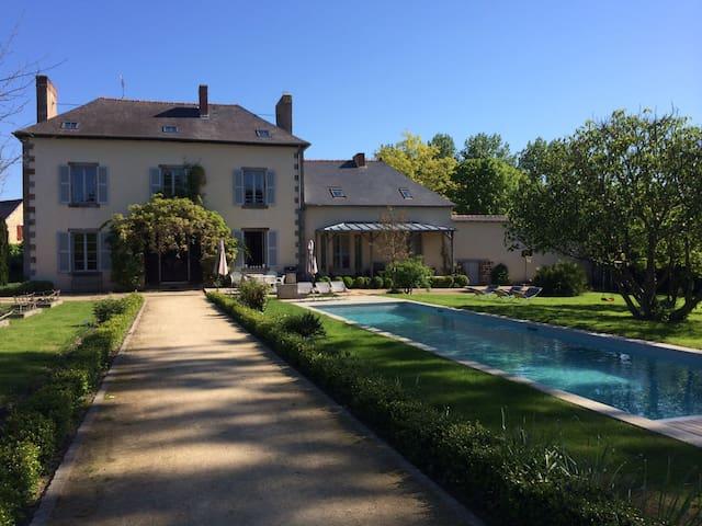 Propriété de charme - La Chapelle-Chaussée - Huis