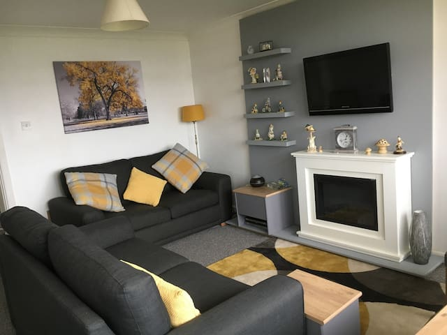 Heron Court, 2 Bed Apartment, Newly Refurbished