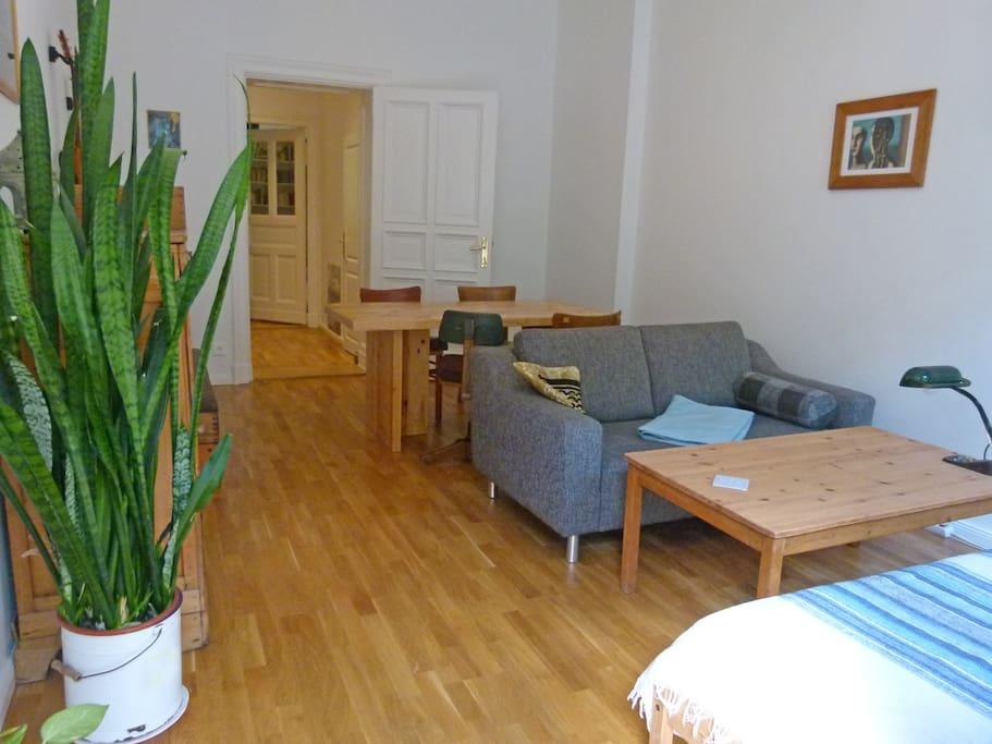 Zimmer 1 (Einzelbett, tagsüber auch als Couch nutzbar)