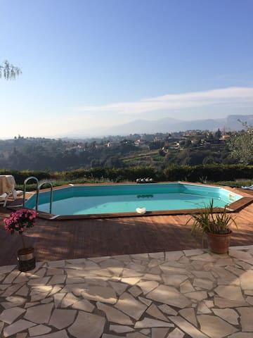 Charmante villa au calme - Nice - Casa