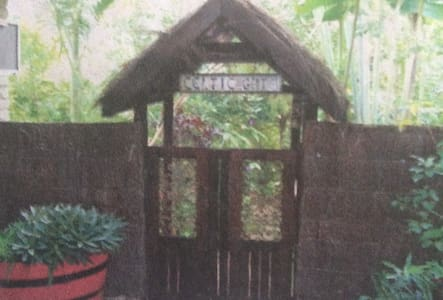 Home Away From Home - Benowa - Huis